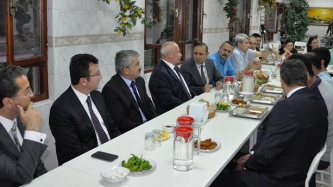 Ankara Valisi Alâaddin Yüksel Fabrikada İftar Yaptı