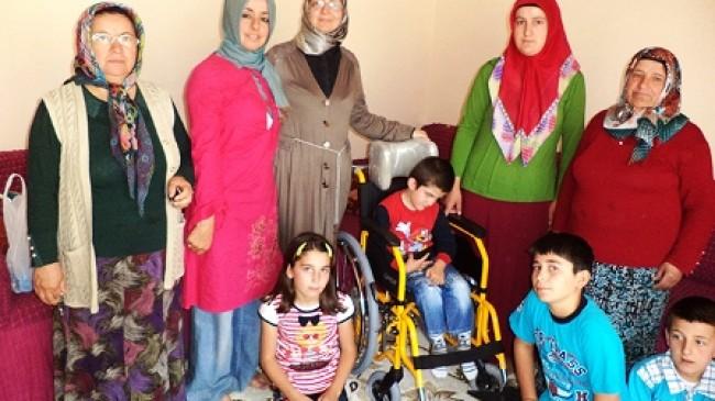 Beyin Felçli Engelliye Tekerlekli Sandalye
