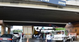 Ülker Üst Geçidinde Kaza: 2 yaralı