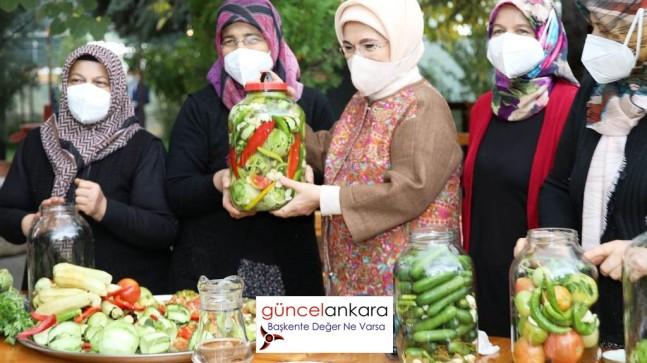 Emine Erdoğan Çubuklu hanımlar ile turşu kurdu